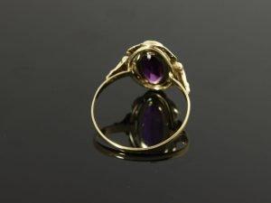 14 karaat gouden ring met amethist.