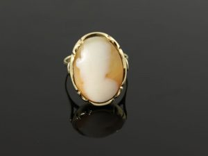 14 karaat gouden ring met camee.