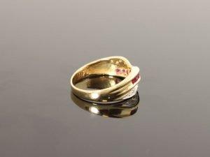 14 karaat gouden ring met briljant en amethist.