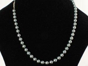 Collier met witgrijze cultive parels. (uitstekend te combineren met artikelnummer: 800000944)