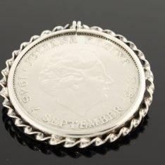 Zilveren hanger met 10 gulden munt.