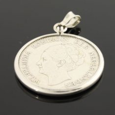 Zilveren hanger met 1 gulden munt.