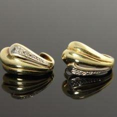 14 karaat gouden oorbellen met briljant.