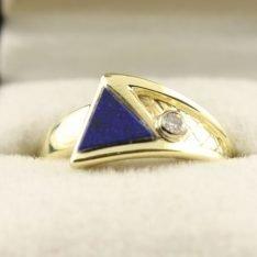 14 karaat gouden ring met briljant en Lapis lazuli.