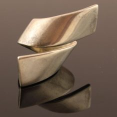 Zilveren design ring.
