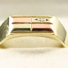 14 karaat tricolor gouden zegel ring met briljant.