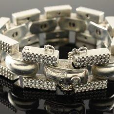 Zilveren Buddha to Buddha armband met strassteentjes.