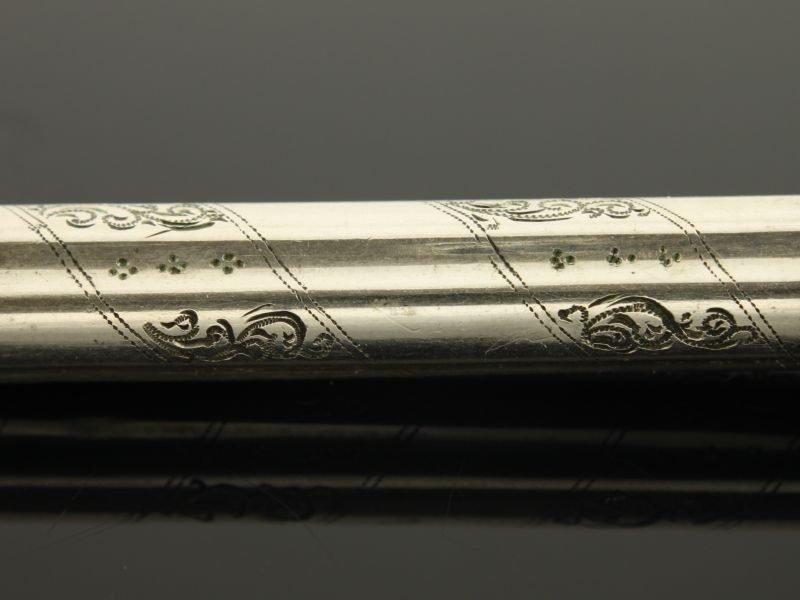 Antieke zilveren naaldenkoker.