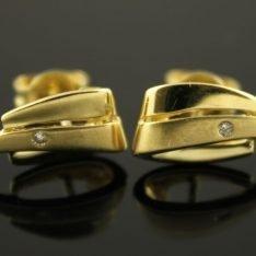 14 karaat gouden oorstekers met briljant.