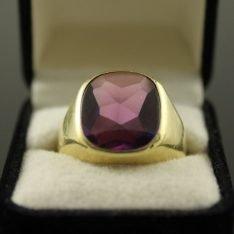 14 karaat gouden ring met tanzaniet steen.