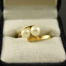 14 karaat gouden ring met parel.