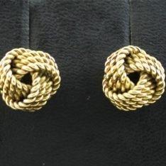14 karaat gouden oorknopjes.
