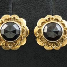 14 karaat gouden oorstekers met granaat.