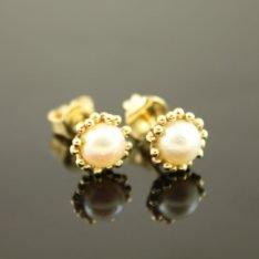 14 karaat gouden oorstekers met parel.