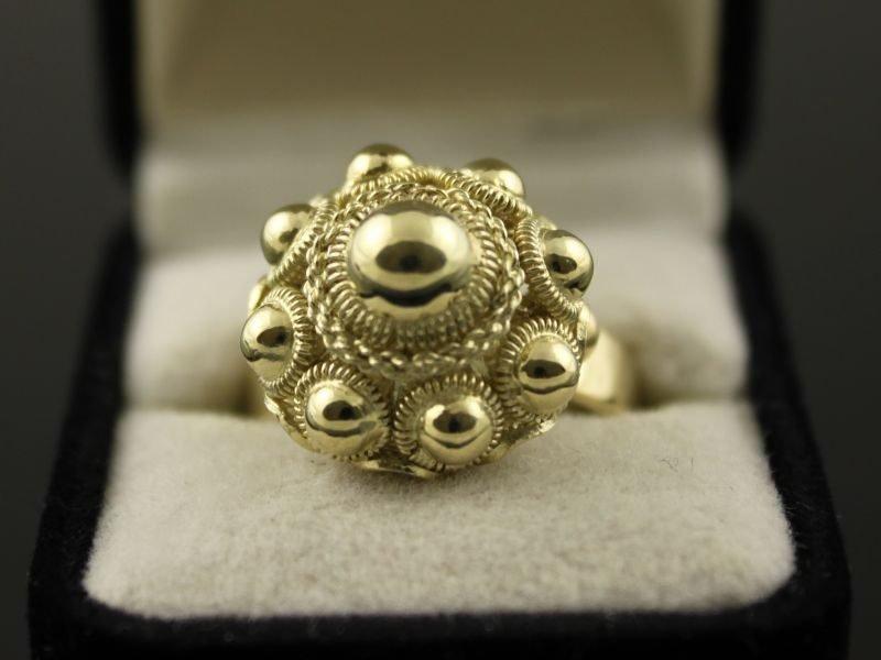 14 karaat gouden ring met zeeuwse knop.