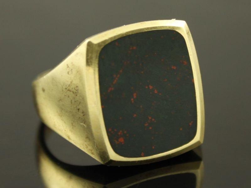 14 karaat gouden zegelring met heliotroop steen.