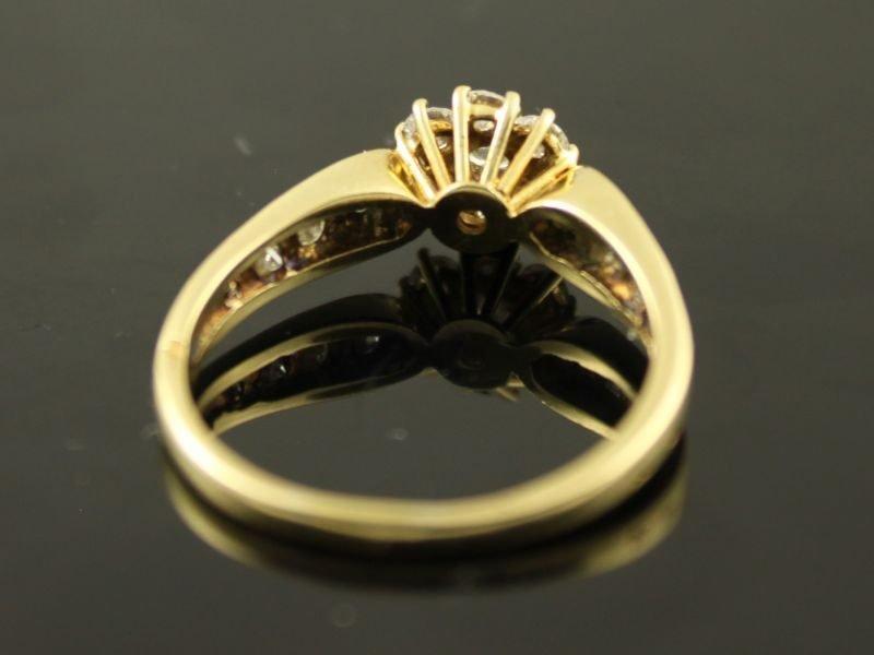14 karaat gouden ring met briljant. (gereserveerd)