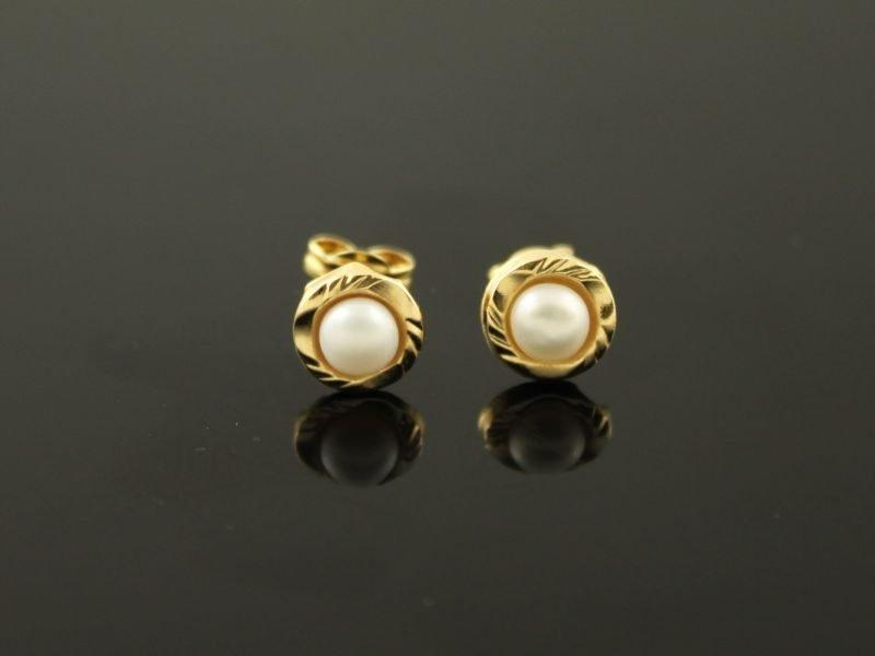 14 karaat gouden oorstekers.
