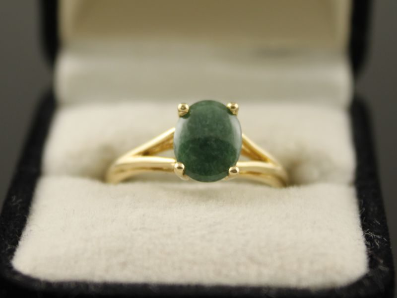 14 karaat gouden ring met jade.