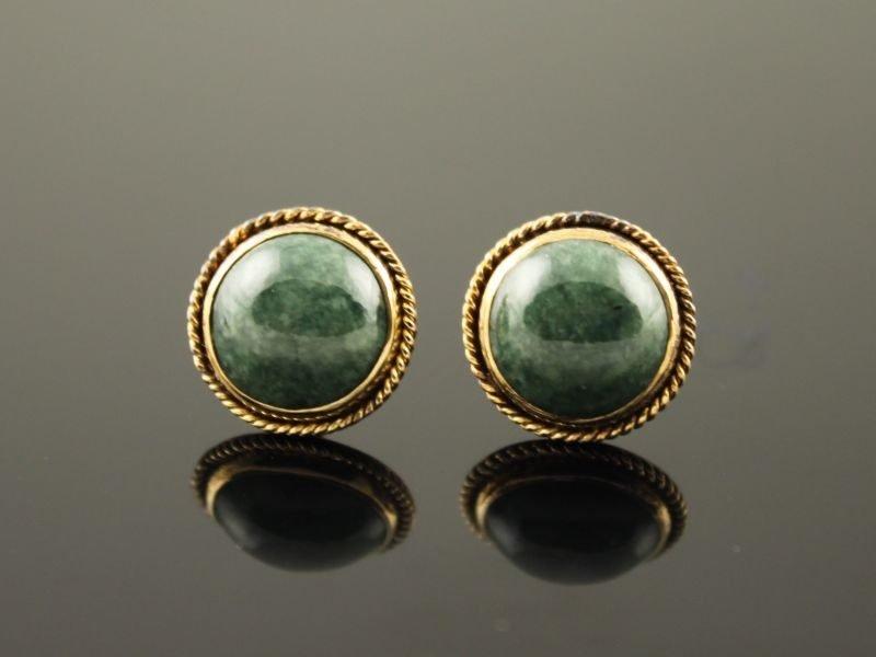 14 karaat gouden oorstekers met jade.