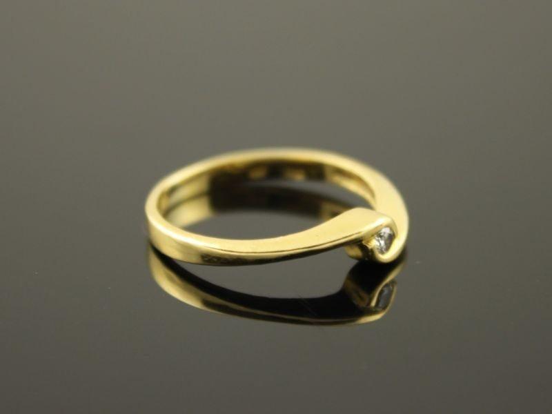 18 karaat gouden ring met briljant.