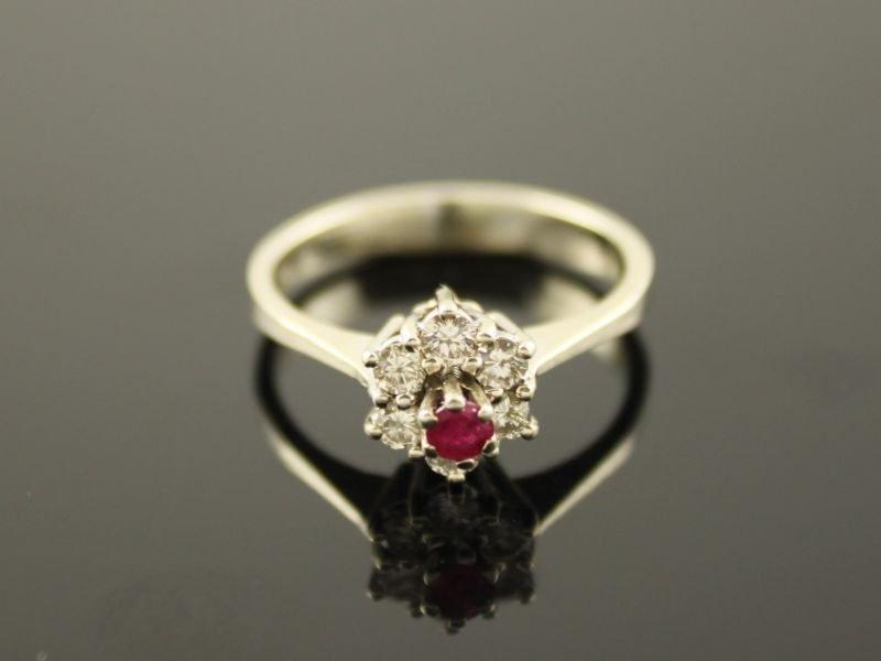 14 karaat gouden ring met briljant en robijn.
